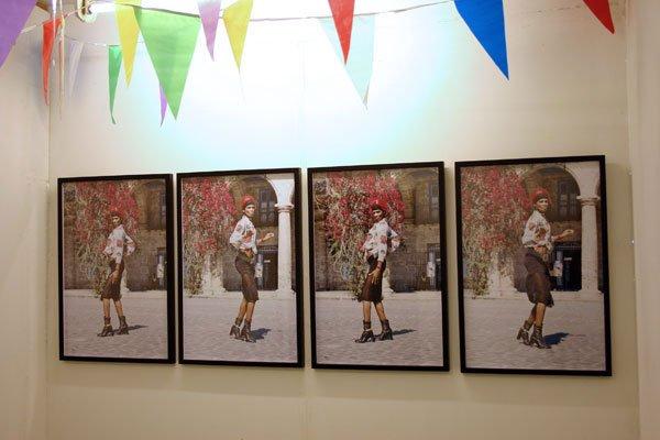 Eric R. Fajardo: Pennant Chain, Chaine des fanions, Wimpelkette, installation med foto
