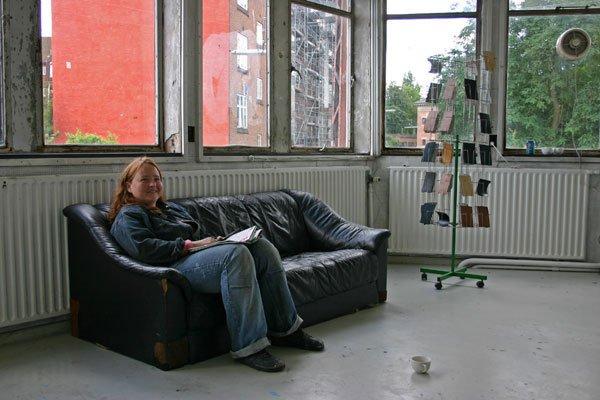 Annemette Arendt: Interiør i brunt og sort, 2007