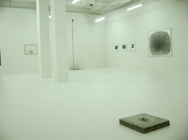 Installationsvue fra kælderens særudstilling. William Anastasi, Esbjerg Kunstmuseum. Foto: JRB