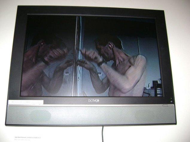 Videoværk ved indgangen til kælderens særudstilling. William Anastasi, Esbjerg Kunstmuseum. Foto: JRB