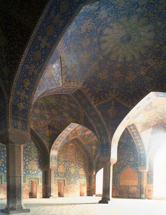 Fra serien af religiøse rum. Her fra en iransk synagoge. (pressefoto)