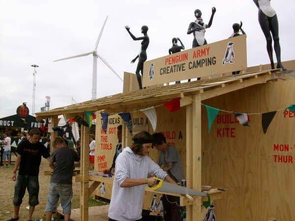 Klimaaktivitet ved Penguin Armys værksted og tøjbyttebod. (Foto: Lise Bøgh Sørensen)
