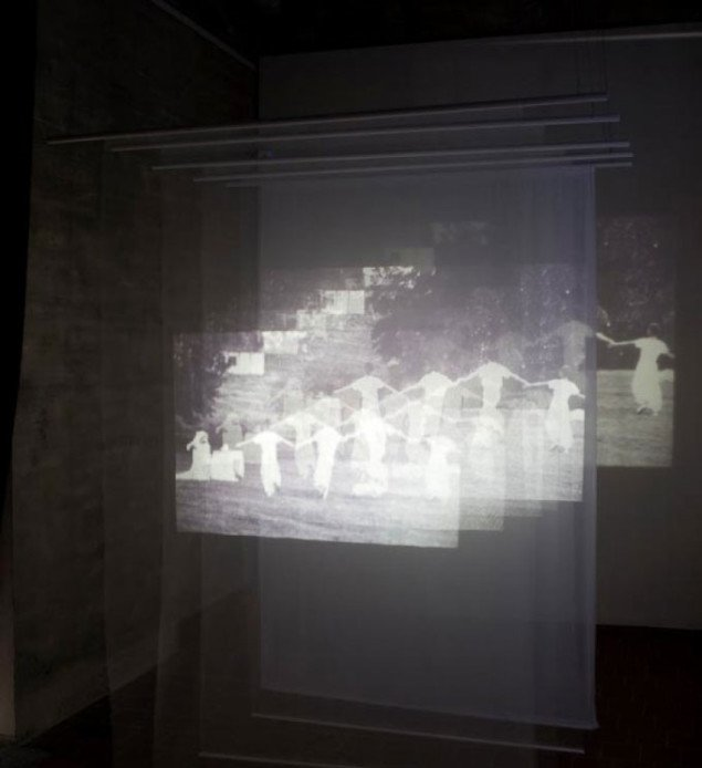 Diasinstallation, en del af værket Marienborg 1972-2009 af Bettina Camilla Vestergaard. Foto Niels Fabæk