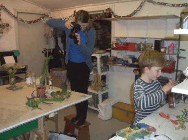 I vinteren 2008 begyndte Camilla Berner sammen med Anja Frankes søn Johan at samle kaktus fra alle beboere i villakvarteret. Kaktus blev dokumenteret og registret og samlet på hylder i Anja Frankes værksted. Foto: Anja Franke