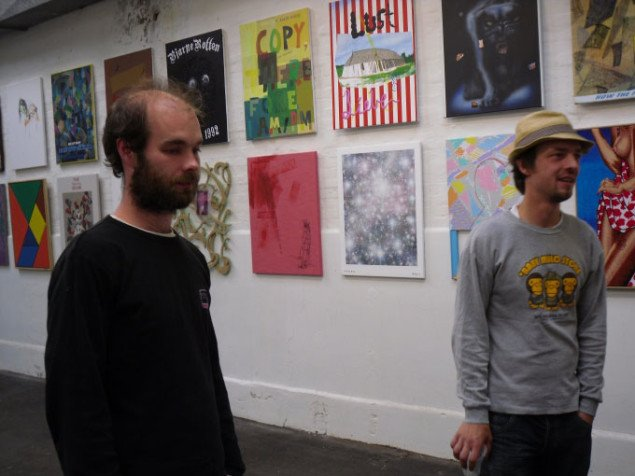Jonas Seeberg (tv) og Jacob Nielsen. I baggrunden Torben Ribes malerivæg. Foto: Ditte Ernst