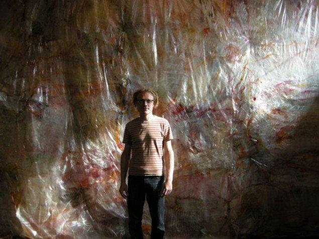 Enrico Niemann foran sit værk In Between (Foto: Solveig Lindeskov Andersen)