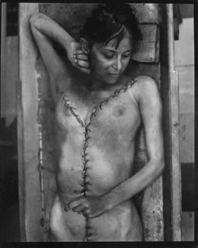 Jeffrey Silverthorne: Woman who died in her sleep,1972. Pressefoto Galerie Wolfsen