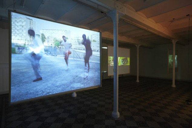 I forgrunden den franske dansevideo af Sutio Marnas fra forstaden Clichy-sous-Bois i Paris. (Foto: Anders Sune Berg)