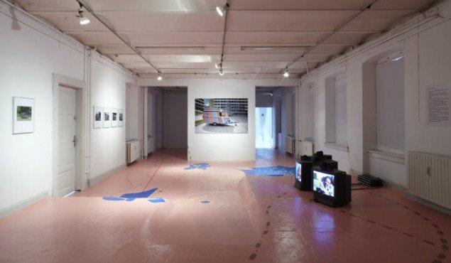 I udstillingen kan man se interviews med de tre instruktører fra de europæiske forstæder. (Foto: Anders Sune Berg)