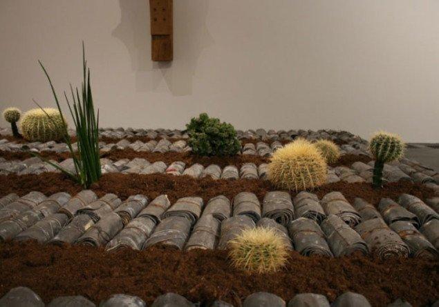 Detalje fra værket Uden titel, 2005 (80 x 390 x 390 cm). Foto Bente Jensen