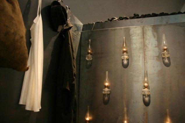 De rå materialer gemmer poetisk betydning og symbolik. Værk uden titel fra 2002. Foto: Kristian Handberg