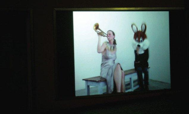 Om aftenen præsenteres videokunst ud mod gaden. Pressefoto