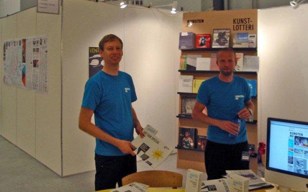 To stolte redaktører, Jan Falk Borup og Matthias Hvass Borello ved vores messestand i Forum. Foto: David Thomas Nielsen