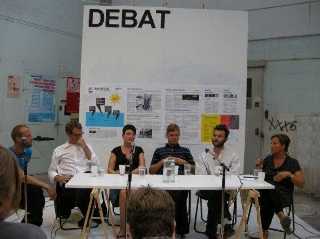 Matthias Borello, Mikkel Bogh, Tone Olaf Nielsen, Tom Hermansen, Thomas FOS Poulsen og Mette Sandbye i debat om kunstens etiske grænser. (Foto Solveig Lindeskov Andersen)