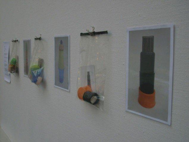 Al Masson: Kit-art. Publikum opfordres til at bygge skulpturer af skrald. Instrukser kopieres. Foto: Line Møller Lauritsen