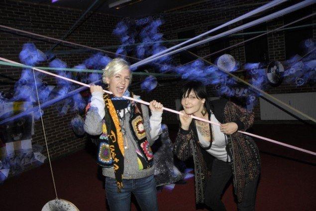 Sara Foster og Leslie Kulesh i deres udstilling Lonelycat 15 på Spanien19c. Foto: Erik B. Povlsen