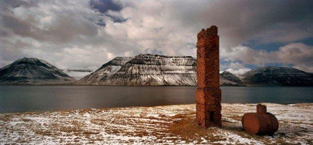 Henrik Saxgren, Chimney, Iceland, 2004. Fotografi.
