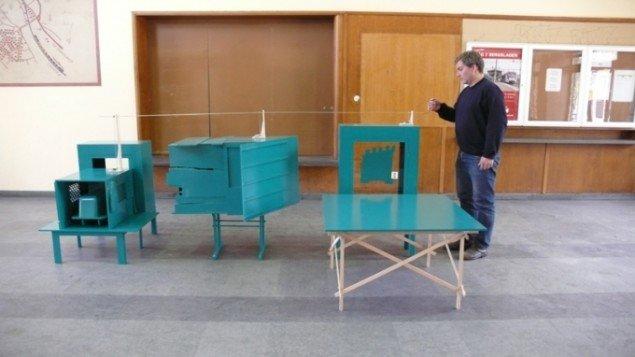 Hamster (plan b), tilbygget leverence (plan b) og kamera (plan b), 2007. En model-version af de tre værker Melin deltog med ved Venedig Biennalen i 1993. Nu som tre spilledåser med hver deres melodi.