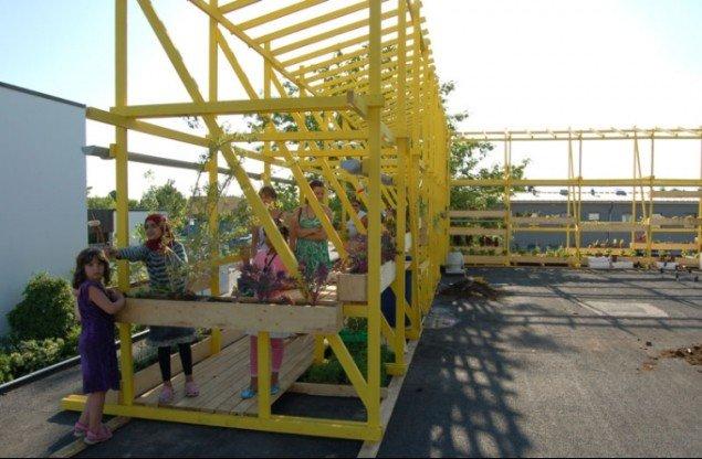Nyttehaverne på Solvang Centrets tag tiltrak især kvarterets børn. (Foto: Malene Nors Tandrup)