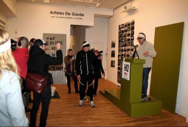 Colonel på talerstolen i Gallery Poulsen. (HQ/Pressefoto)