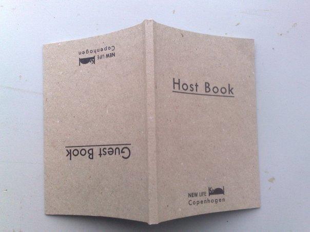 Den udfordrende Gæst/Vært-bog udført af kunstgruppen SIGNA til New Life Copenhagen. (Pressefoto)