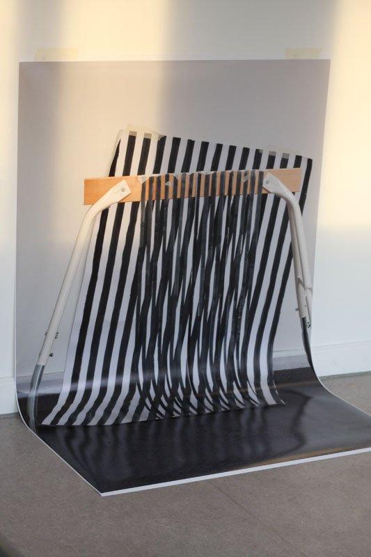 Værk af Pernille With Madsen fra den aktuelle udstilling Et øjebliks konstruerede desorientering i Grafikernes Hus.