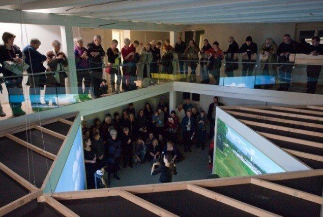 Foto fra ferniseringen. View over videoinstallationen der dokumenterer sprængningen af love alley. Foto: Kurt Nielsen