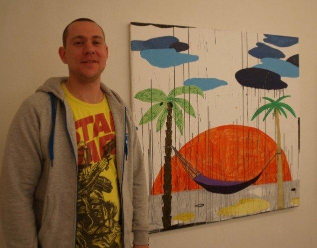 Søren Brøgger ved Bjørn og Brøggers fællesmaleri Eternal Sunshine in a Spotless Mind, 120 x 120 cm. Foto: Bente Jensen