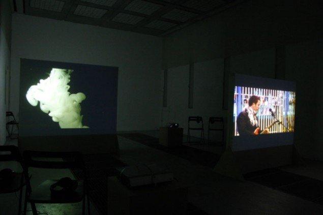 Installationsview: Lena Bergendahl: 8.16, 2008 og Flaka Haliti: our death/ their lunch, 2006. Foto: Julie Galsbo/BKS Garage