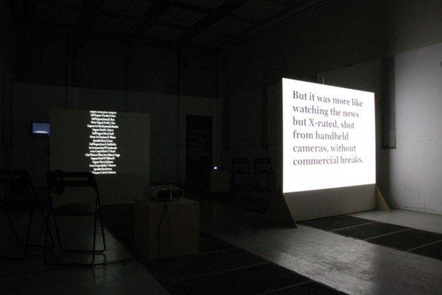 Installationsview: Helmut Smits: The End, 2009 og Audrey Chan: BOOMERANG, 2006. Foto: Julie Galsbo/BKS Garage