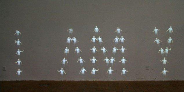 IAMY (2010) spiller på en lydlig flertydighed, der inviterer beskueren til at reflektere over værkets betydning. Udsnit af pressefoto