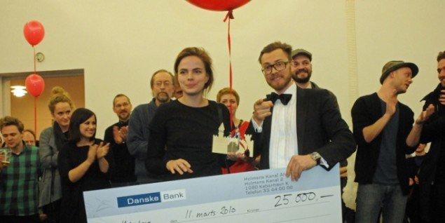 Her modtager hollandske Kristina Kersa Juryens pris. (Foto: Hasse Ferrold)