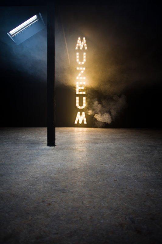 Installationsview: Paulina Ołowska & Mateusz Romaszkan: MUZEUM (Museum), 2008, Museum of Modern Art in Warsaw. Foto: Bartosz Stawiarski.