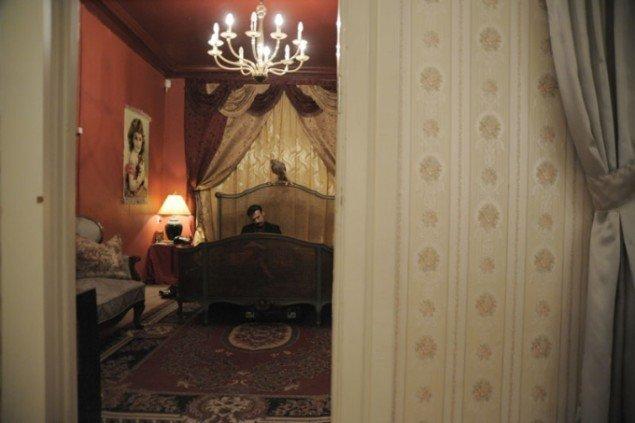 'The Magistrate' i sit soveværelse. (Foto: Erich Goldmann)