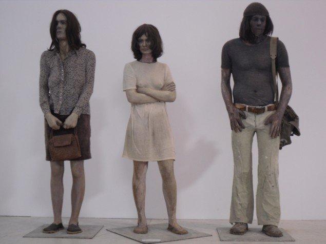 Kurt Trampedach:  Stoppestedet 1972. Når rollespillere snart laver brugerzoner på KUNSTEN,kunne spillet for eksempel foregå rundt omkring disse tre ventende? Foto:Ditte Ernst Bengtsen