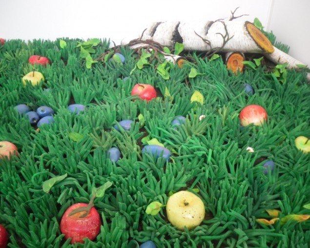 Piero Gilandi:  Græsmarker - Nedfaldne æbler 1990