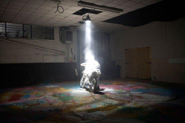 AutoItalia, Performance af Nazareno Crea organiseret af Marcus Mitchell og Dean Kissick. Foto: Theo Cook