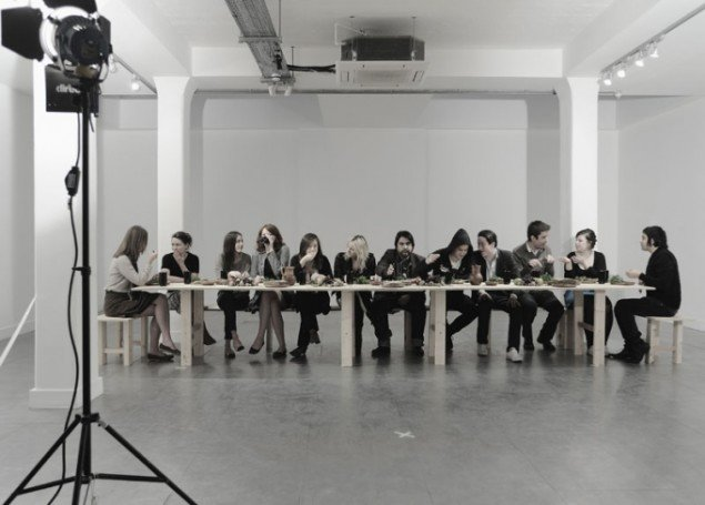Last Supper, a performance by Raúl Ortega Ayala launching At Your Service, an exhibition curated by Cylena Simonds for The David Roberts Art Foundation, 2009. Foto: Thierry Bal