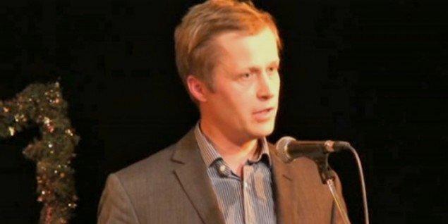 Jacob Fabricius under modtagelsen af Kunstrådets Formidlingspris 2009. (videostill fra kunst.dk)