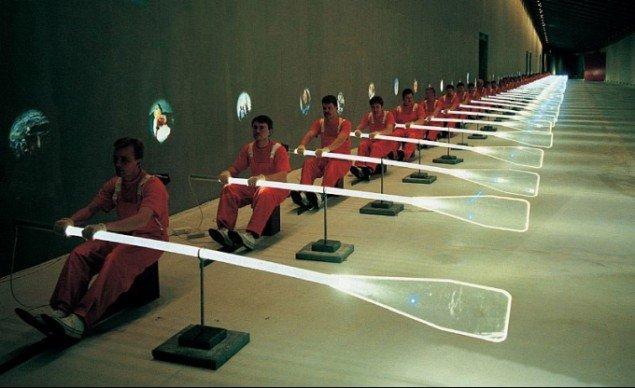 Navigare, 1996, performance ved åbningen af ARKEN – Museum for Moderne Kunst. (Foto: Roberto Fortuna)