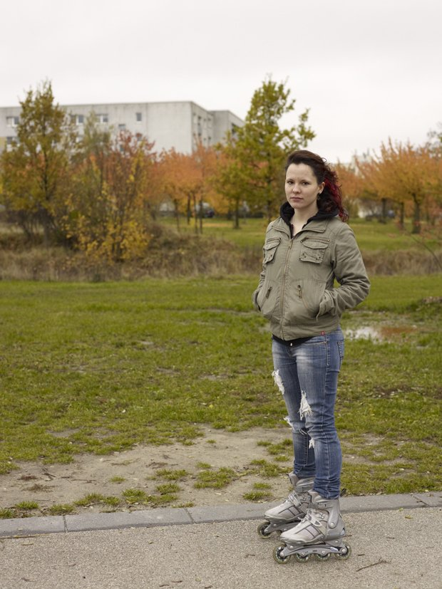 Lucia Ganieva, Between Irtysh & Elbe, (del af serie),  2009. Portrætter af personer, som har fødderne plantet i to forskellige kulturer. De stammer fra Rusland, men er nu bosat i Tyskland. Foto: Lucia Ganieva