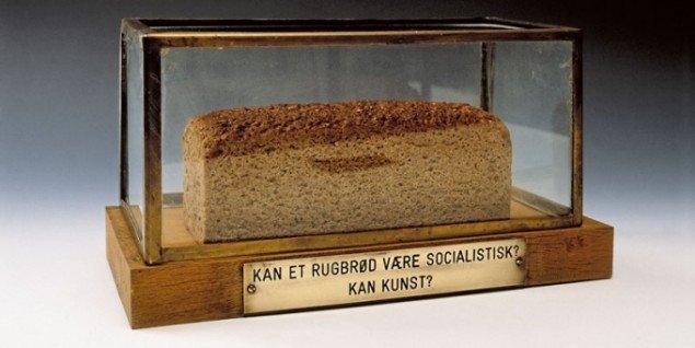 Kan et rugbrød være socialistisk? Kan kunst? Privateje, 1975. (Pressefoto, SMK)