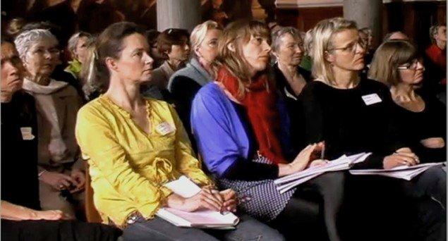 Publikum på konferencen den 21. april. (foto fra videoreportage)