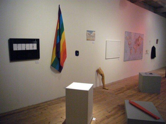 Installationsview, Khaled Barakehs diffuse kortlægning af sin identitet. (foto: Matthias Hvass Borello)