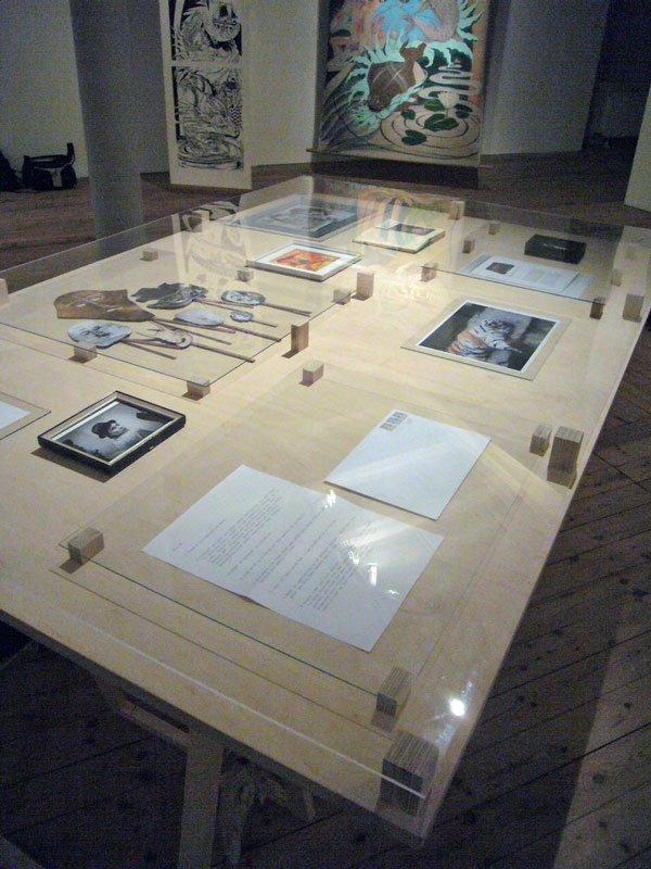 Mia Helmer: Mia Helmer præsenterer: det hun har set. Et værk af M., 2010. (foto: Matthias Hvass Borello)