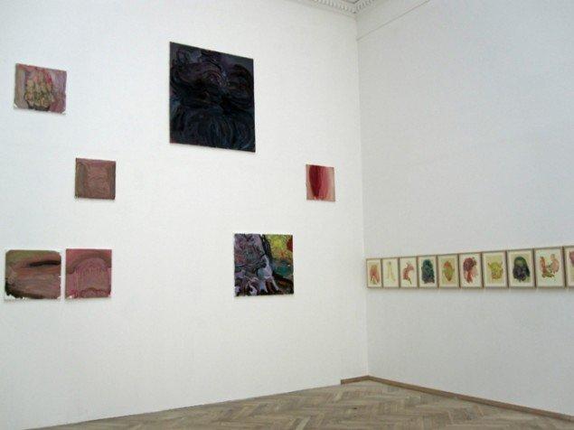 Rusudan Melikishvilis oliemalerier til venstre og akvareller til højre. Foto: Mette Villum Jensen.