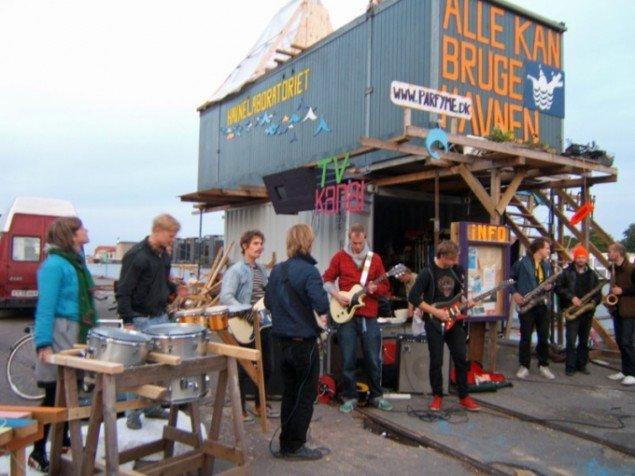 Havnelaboratoriet af kunstnergruppen Parfyme. Foto: Parfyme