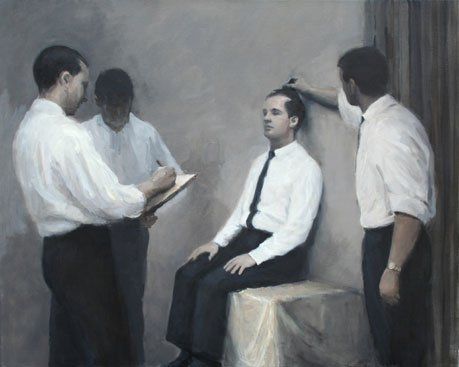 Tre uniforme mænd undersøger en uniform model. Peter Martensen, A Test. Foto: Henrik Petit