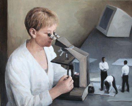 En videnskabskvinde analyserer tre uniforme mænd. Peter Martensen, Examination. Foto: Henrik Petit