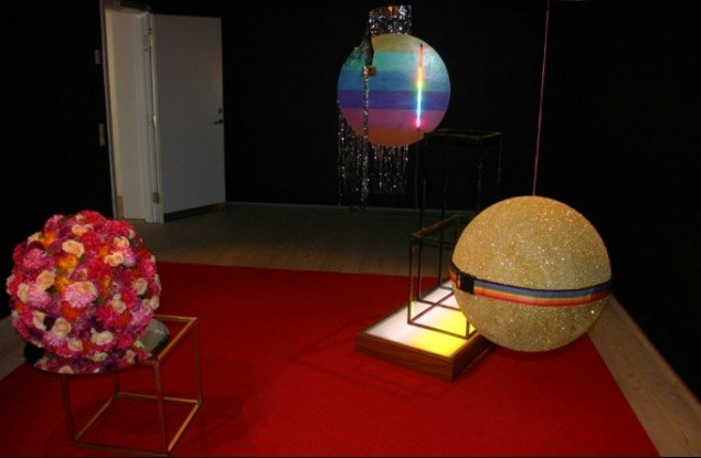 En installation mellem malere! Værk af Sören Hüttel. Foto: Kristian Handberg.